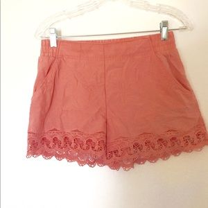 Cotton mid height shorts with pockets and lace
